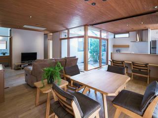方形屋根の家 オリジナルデザインの リビング の ATELIER N オリジナル
