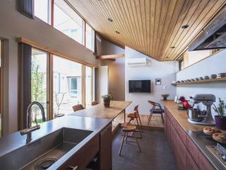 やねなみのいえ オリジナルデザインの キッチン の ATELIER N オリジナル
