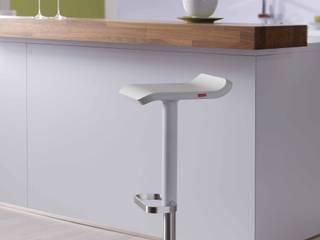 Moderner höhenverstellbarer Barhocker mit Küchentheke:   von Moree Ltd.