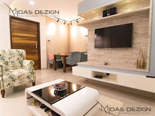 2BHK @ Goregoan (East), Romell Group:  Living room by Midas Dezign,Tropical