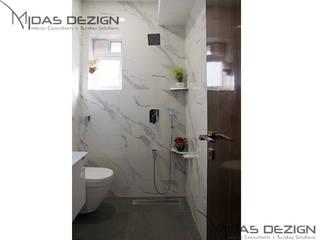 4BHK, Next to Amitabh Bachchan's Bunglow:  Bathroom by Midas Dezign,