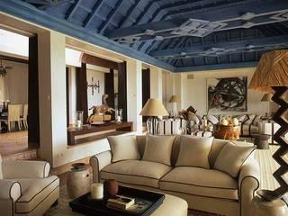Mediterranean style dining room by Estudio de Arquitectura Juan Ligués Mediterranean