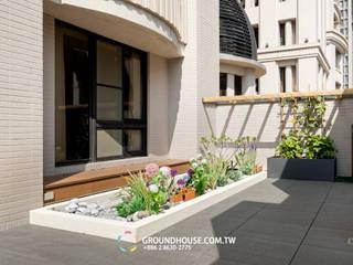 邊牆上也搭建籬笆種植藤類植物:  露臺 by 大地工房景觀公司