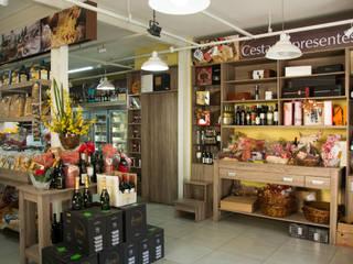 Gastronomía de estilo industrial de RHAJA ARQUITETURA Industrial