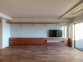 株式会社エキップ Modern living room Solid Wood Wood effect