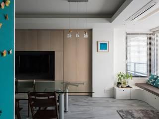 望楼の家 すくすくリノベーションvol.10 モダンデザインの リビング の 株式会社エキップ モダン