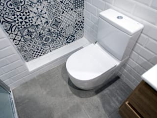 Grupo Inventia Baños de estilo moderno Cerámico Blanco