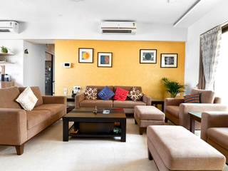 Home Interior Design:  Living room by HomeLane.com