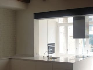 Built-in kitchens by Divers Arquitectura, especialistas en Passivhaus en Sabadell