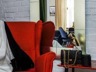 Квартира художницы: Коридор и прихожая в . Автор – Atelier Interior, Эклектичный