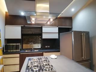 Built-in kitchens by Spazio Diseño de Interiores & Arquitectura