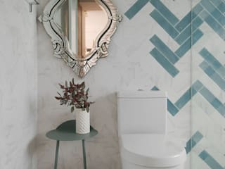 Banheiros ecléticos por 六相設計 Phase6 Eclético