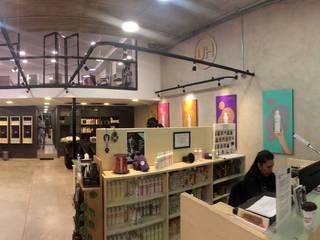 Salon de belleza Urban Hair Pasillos, vestíbulos y escaleras minimalistas de Visionary Architecture SA de CV Minimalista