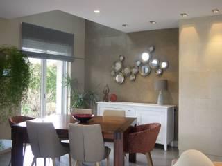MIINT - design d'espace & décoration Comedores de estilo moderno Beige