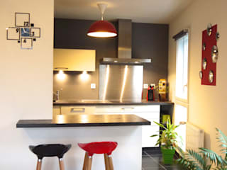 MIINT - design d'espace & décoration Small kitchens Grey