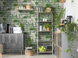 muros verdes con papel tapiz:  de estilo  por Alejandra Espinosa,