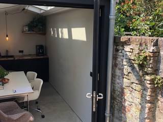 Tiny house als kantoor in de tuin:  Huizen door Studioschaeffer Architecten BNA, Minimalistisch