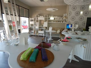 Ruah Flagship:  Shopping Centres by Bun Interior Design