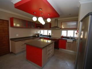 Protea Kitchen:  Built-in kitchens by Bun Interior Design, Modern