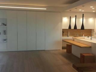 Incontro di materie: Cucina attrezzata in stile  di Salviato & B.srl