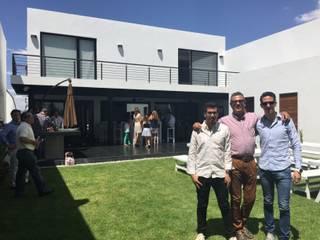 Casa BellaVista GIL+GIL Casas unifamiliares Concreto Blanco