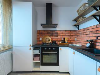 インダストリアルデザインの キッチン の Pasja Do Wnętrz インダストリアル