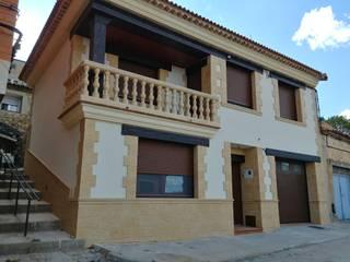 Fachada principal: Casas de estilo  de RS-ARQUITECTOS