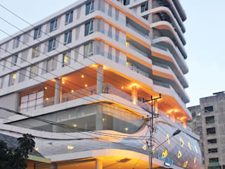 Golden Tulip Pontianak:  Hotels by PHL Architects