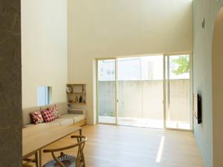 Living room by 大野三太建築設計事務所一級建築士事務所, Eclectic