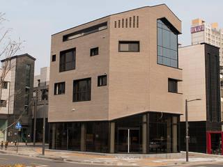 Casas multifamiliares de estilo  por AAG architecten, Moderno Ladrillos