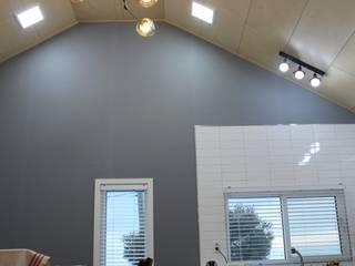 Salon moderne par 나무집협동조합 Moderne