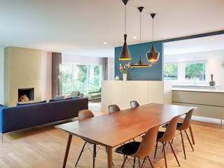 Modern dining room by StrandNL architectuur en interieur Modern