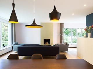 Modern living room by StrandNL architectuur en interieur Modern
