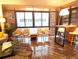 Sala de espera clínica Dental Echeverría: Clínicas de estilo  de Obra de Eva,
