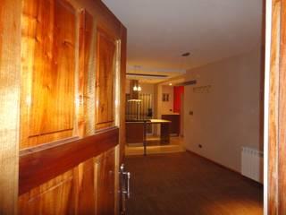 Couloir, entrée, escaliers modernes par GR Arquitectura Moderne
