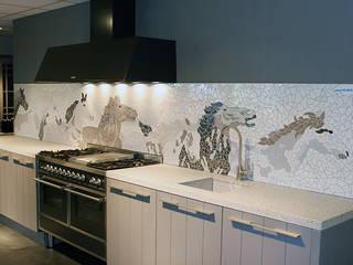 Keuken in mozaik:   door Atelier De Mozaiekkamer
