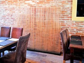 Skydesign Sichtschutz in Bambus Optik für die Gastronomieeinrichtung:   von www.skydesign.news - Raumteiler aus Berlin