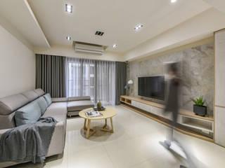 空間規劃-四季水悅李宅:  客廳 by 解構室內設計