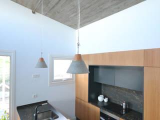 Vivenda rural en Vilaboa LIQE arquitectura Cocinas de estilo minimalista Madera Acabado en madera