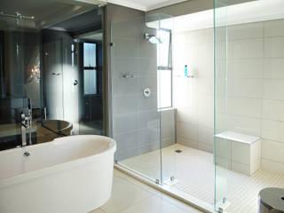 Baños de estilo moderno de Plan Créatif Moderno