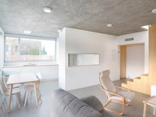 Vivienda en Vilariño LIQE arquitectura Salones de estilo minimalista