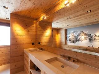 Casas de banho rústicas por RH-Design Innenausbau, Möbel und Küchenbau Aarau Rústico