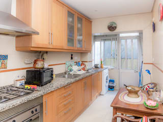 Kitchen by HOUSE PHOTO