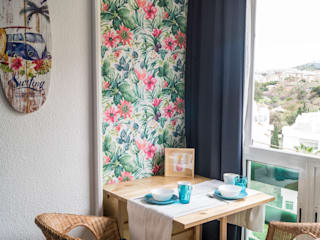 de estilo tropical por Housing & Colours, Tropical