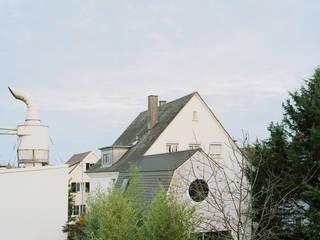 Wohnung mit Einliegerhaus:  Kleines Haus von AMUNT Architekten in Stuttgart und Aachen