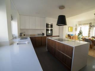 Neve de Nogueira por Moderestilo - Cozinhas e equipamentos Lda Moderno