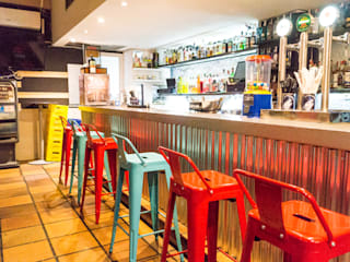 Housing & Colours Bar & Club in stile industrial Metallo Rosso