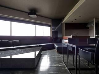 15F boutique: 一級建築士事務所 GLAが手掛けたリビングです。,