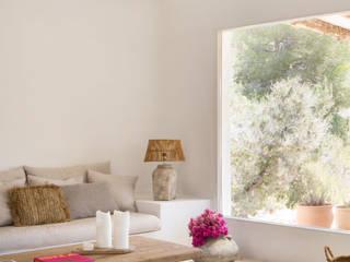 Casa payesa en las Salinas, Ibiza. Salones de estilo mediterráneo de Estudio Mireia Pla Mediterráneo