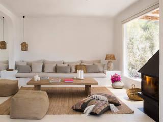 Casa payesa en las Salinas, Ibiza. Salones rústicos de estilo rústico de Estudio Mireia Pla Rústico